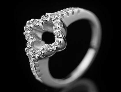 Dijamantski vereničko prsten od belog zlata