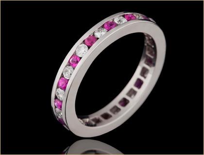 Zenska eternity burma izradjena u kombinaciji rubina i dijamanata