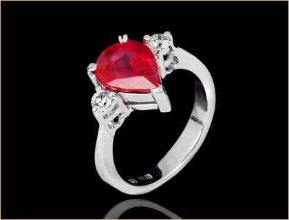 Verenicki prsten od belog zlata sa rubinom i brilijantima