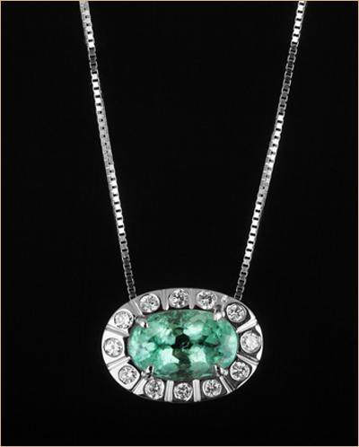 ogrlica-belo-zlato,-smaragdi