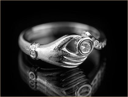 prsten belo zlato