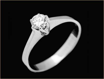 verenicko-prstenje-sa-dijamantom