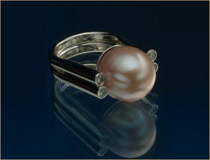 prsten belo zlato biser